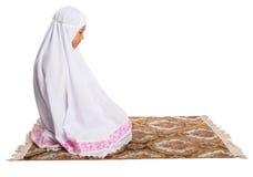 Junges moslemisches Mädchen, das II betet stockbild