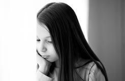 Junges nachdenkliches Mädchen lizenzfreies stockbild