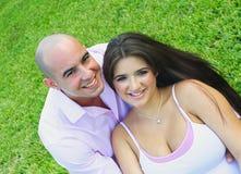 Junges Paar-Lächeln lizenzfreie stockbilder