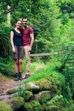 Junges Paar-Wandern Lizenzfreie Stockfotografie