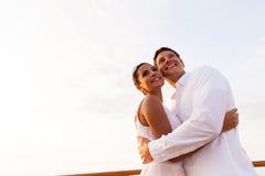 Junges Paarumarmen Lizenzfreie Stockbilder