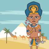 Junges Pharao am ägyptischen Pyramidenhintergrund Stockbild