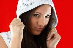 Junges reizvolles Mädchen über rotem Hintergrund Lizenzfreie Stockbilder