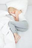 Junges schönes Frauenschlafen stockbilder