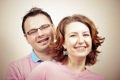 Junges schönes glückliches Paar-Lächeln stockbilder