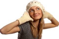 Junges schönes lächelndes Mädchen in der Winterkleidung stockbilder