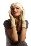 Junges schönes lächelndes Mädchen in der Winterkleidung lizenzfreies stockfoto
