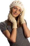 Junges schönes lächelndes Mädchen in der Winterkleidung lizenzfreie stockfotografie
