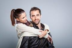 Junges schönes Paar-Umarmen Lizenzfreie Stockfotografie