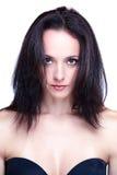 Junges schönes schwarzes behaartes women& x27; s-kopfschuß Stockbilder