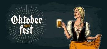 Junges sexy Oktoberfest-Mädchen Dirndltanzen und Holdingbierkrug stock abbildung