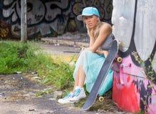 Junges städtisches Mädchen lizenzfreie stockbilder