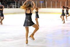 Junges Team von einer Schule des Eislaufs auf Eis führt am internationalen Cup Ciutat De offenes Barcelona durch Stockfoto