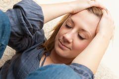 Junges trauriges und deprimiertes Mädchen Stockfotografie