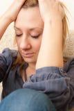 Junges trauriges und deprimiertes Mädchen Lizenzfreie Stockfotos