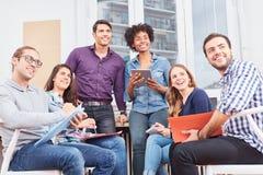 Junges Unternehmensgründungsteam mit Vision lizenzfreie stockfotos
