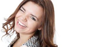 Junges weibliches Blinzeln und Lachen Lizenzfreie Stockfotografie