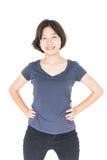 Junges weibliches kurzes Haar mit leerem grauem T-Shirt Stockfoto