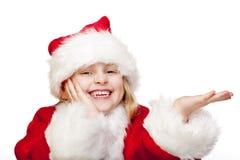 Junges Weihnachtsmann-Mädchen hält Palme für Anzeigenplatz an Lizenzfreie Stockfotos