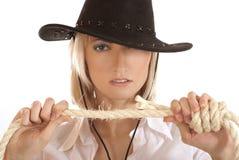 Junges westliches Mädchen mit einem Hut und einem Seil Stockbilder