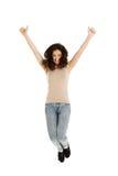 Junges zufälliges Frauenspringen Stockfoto