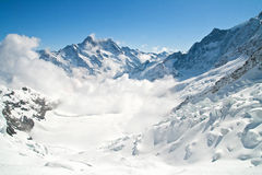 Jungfrau bergskedja i Schweitz Royaltyfri Foto