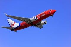 Jungfrau blaues entfernendes Boeing 737. Stockfotografie