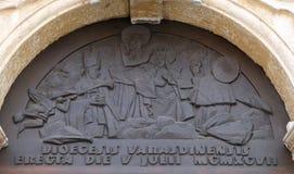 Jungfrau Maria angenommen in Himmel lizenzfreie stockfotos