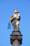 Jungfrau Maria mit Jesus Christ-Kinderstatue im Bologna, Italien Lizenzfreie Stockfotos