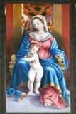 Jungfrau Maria mit Schätzchen Jesus Stockfotos