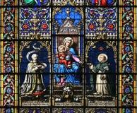Jungfrau Maria und heiliges Kind (Buntglasfenster) Stockfotografie