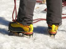 jungfrau Suisse 08/06/2009 Alpiniste avec des crampons images stock