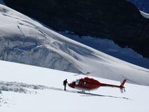 jungfrau Switzerland 08/06/2009 Rewolucjonistka barwiony helikopter i ma obrazy royalty free