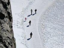 Jungfrau, Zwitserland Mensen op sneeuwslepen stock afbeelding