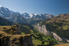 jungfrauen lauterbrunnen bergdalen Arkivfoto