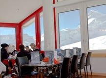 Jungfraujoch,瑞士- 2016年10月27日:在欧洲Jungfraujoch上面的餐馆  免版税库存照片