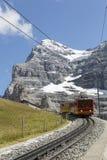 Jungfraujoch, Швейцария - 22-ое августа 2015: Известный поезд колеса cog от Jungfraujoch Стоковая Фотография RF