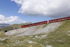 Jungfraujoch, Швейцария - 22-ое августа 2015: Известный поезд колеса cog Стоковое Фото
