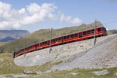 Jungfraujoch, Швейцария - 22-ое августа 2015: Известный поезд колеса cog Стоковые Фотографии RF