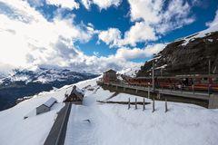 Jungfraujoch järnvägsstation på Eigergletscher Royaltyfri Fotografi