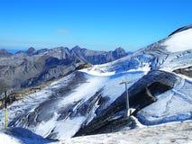 Jungfraujoch, parte de la montaña alpina de la nieve de las montañas suizas Imagenes de archivo