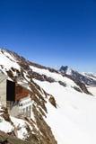 Jungfraujoch schweizisk fjällängJungfraujoch järnvägsstation Arkivbilder