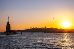 Jungfru- torn eller Kiz Kulesi Istanbul, Turkiet Royaltyfri Bild