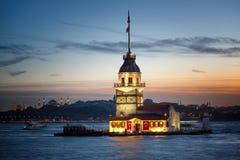 Jungfru- torn för ` s på twighlighten istanbul Arkivbilder