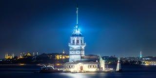 Jungfru- torn i den Bosphorus kanalen Istanbul, Turkiet Arkivbilder