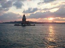 Jungfru- torn OCH Bosphorus solnedgång Fotografering för Bildbyråer
