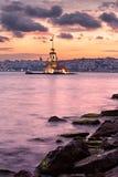 Jungfru- torn, populär turist- destination på Bosphorus i Istanb Arkivbilder