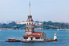 Jungfruar står hög i Istanbul Turkiet Royaltyfri Foto