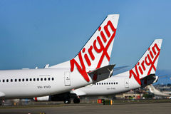 Jungfrulig logo för flygbolagAustralien flygplan Arkivbilder
