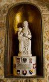 Jungfruliga Mary och behandla som ett barn Jesus Arkivfoto